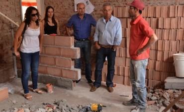 José Eseverri visitó las obras en la Escuela Nº 77 de Sierras Bayas
