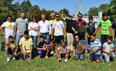 Jornada de tenis social en el Paseo Mendía
