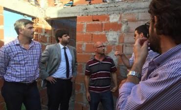 Viviendas: el compromiso de continuar con los barrios paralizados