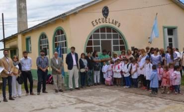 Galli inauguró el ciclo lectivo en la escuela 9 de Santa Luisa