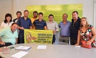 Aguilera junto a Concejales del HCD con el Sindicato de Guardavidas