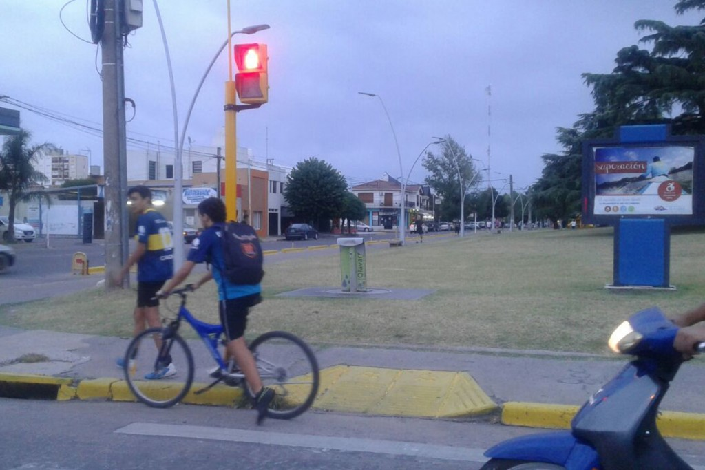 Continúan los trabajos de semaforización peatonal en distintos puntos de la ciudad
