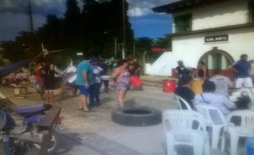 Azul: empleados de FANAZUL continúan los cortes de  vías