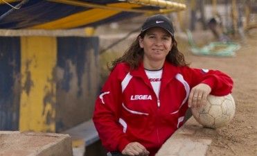 Silvana Villalobos la primera mujer que llego a dirigir a un equipo de hombres