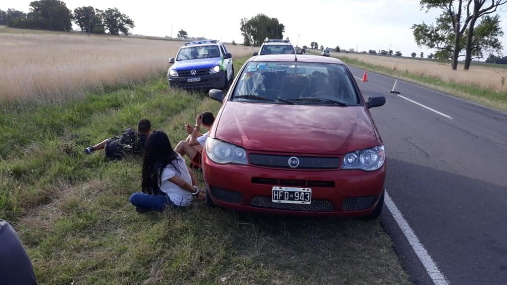 Robaron en Espigas y fueron detenidos