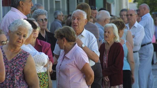 Jubilados, pensionados y AUH: aumento del 11,8% en marzo y otro del 10,8% en junio