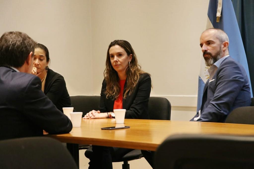 El Senador Jáuregui se reunió con la representante diplomática de Venezuela en Argentina