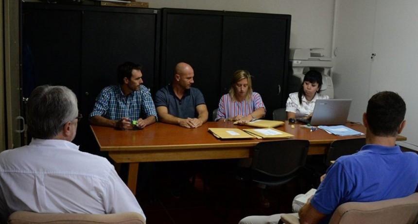 Calles de tierra: el municipio compra minicargadora para mantenimiento