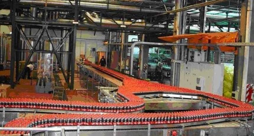 Empleados de aguas y gaseosas locales en estado de alerta por Coca Cola