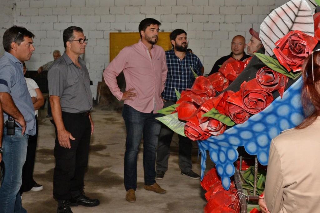 Corsos 2020:el Intendente visitó los talleres en los que se confecciona el Rey Momo