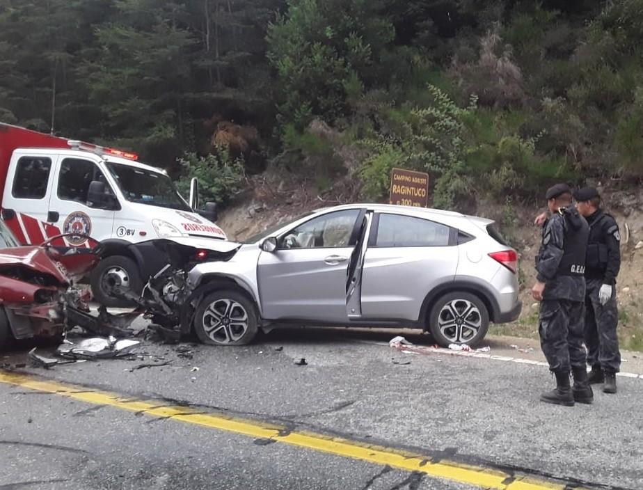 Un vehículo con dos matrimonios olavarrienses chocó en Villa La Angostura