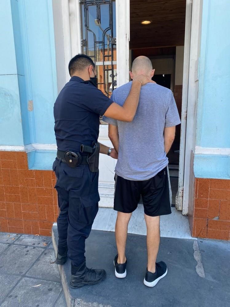Aprehenden a un hombre con orden de detención