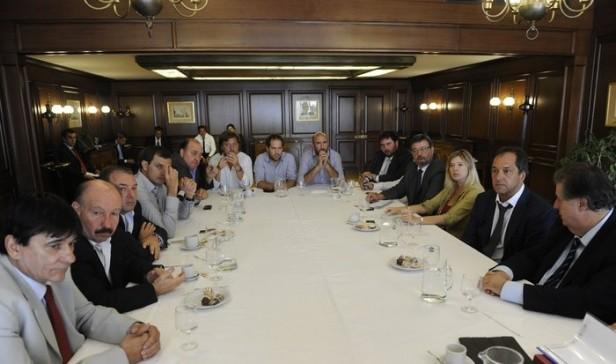 Legisladores olavarrienses e intendentes de la séptima con el gobernador