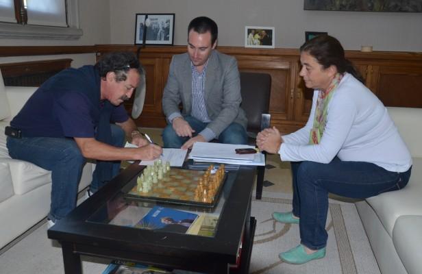 El Municipio entregó un subsidio a la Sociedad Portuguesa
