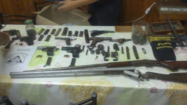"""Allanamientos por el homicidio a Pérez en un domicilio donde """"alquilarían"""" armas"""
