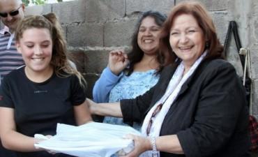 La Higuera -Peronistas sin Fronteras entregaron útiles en distintos barrios de la ciudad.