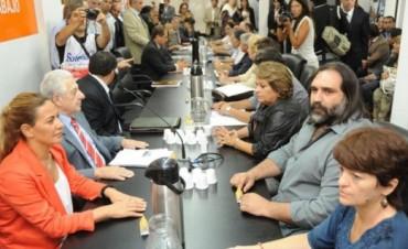 Paritarias docentes: encuentros este martes en  provincia y nación