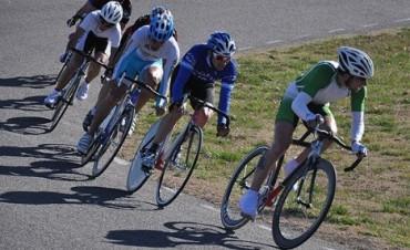 Ciclistas en el Autódromo