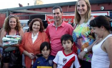 González Hueso entregó útiles y guardapolvos a casi 600 chicos