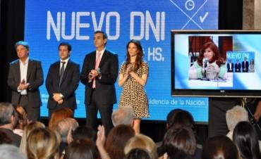 Randazzo, junto Cristina Fernández de Kirchner, presentó el Nuevo DNI 24hs que ya se puede tramitar en Capital Federal