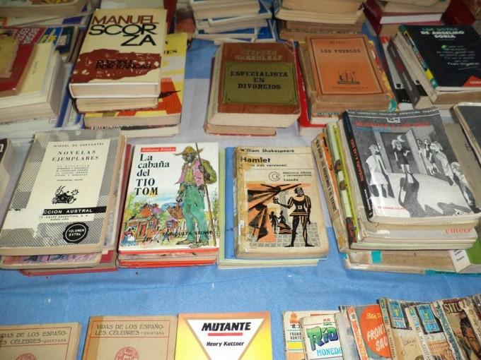 Venta de libros en la Biblioteca Primero de Mayo