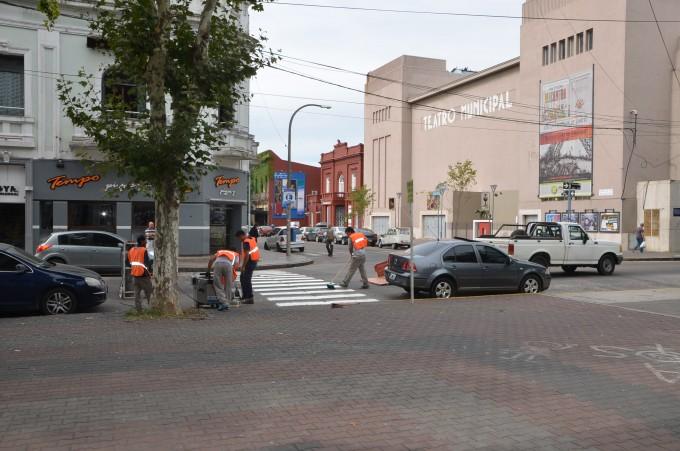 Continúan los trabajos de demarcación de sendas peatonales