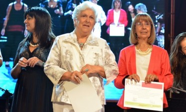 Día de la Mujer: este martes se entregan los Premios Dina Pontoni
