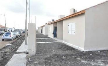 Viviendas: entregan casas en el barrio Bancario