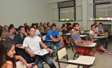 Comenzaron las tutorías de UBA XXI