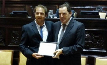 El Senador Vitale recibió el Premio Parlamentario