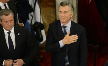 Macri: 'Argentina se está poniendo de pie'