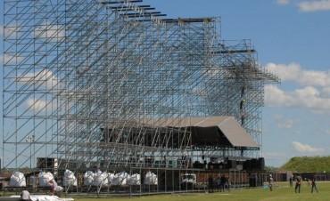 Recital del Indio Solari: preparativos en el predio La Colmena