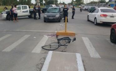 Un ciclista resultó gravemente herido tras colisionar con un automóvil