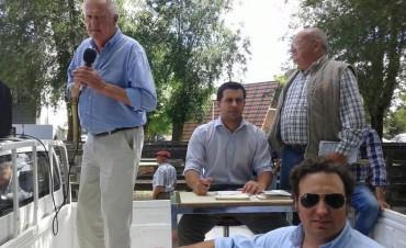 Atractivo remate de Alfredo Mondino con Ezequiel Hourcade ayer,en Olavarría