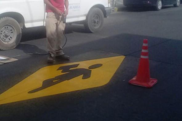 Demarcaciones de sendas peatonales y en instituciones educativas