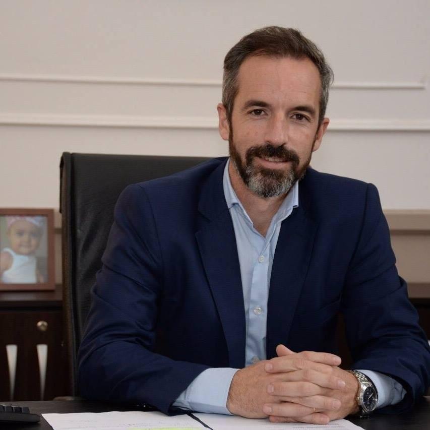 Jáuregui pide extender la licencia por maternidad a los dos padres