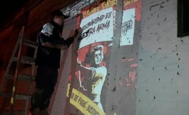 Día de la Mujer: el STMO con mural y pegatina