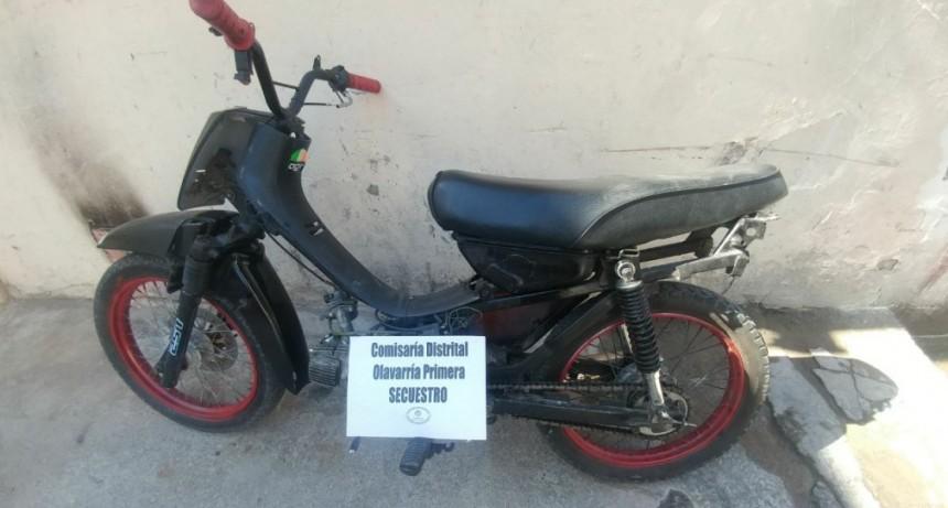 Detienen a un joven con una moto robada