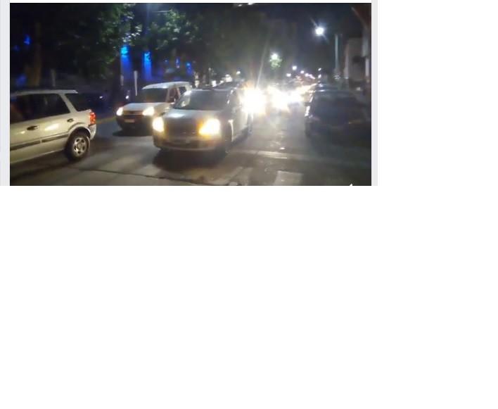 Con importante convocatoria, se concretó el bocinazo y apagón contra el Estacionamiento Medido y Tarifazo