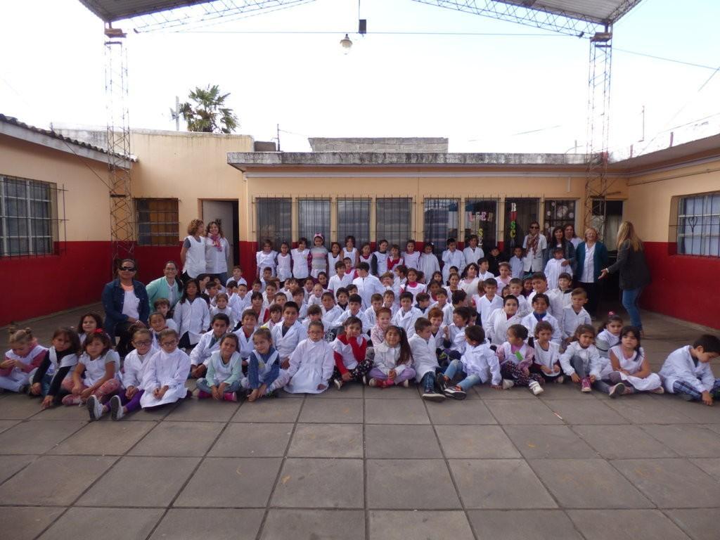 """En el Día Mundial del Agua Coopelectric visitó la Escuela N° 50 """"Islas Malvinas"""""""