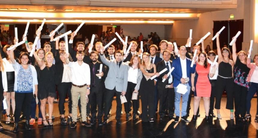 Profesionales de la Facultad de Ingeniería recibieron sus diplomas