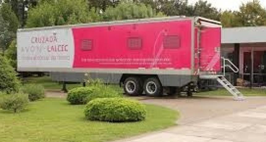 El mamógrafo móvil de AVON ya atiende frente a LALCEC