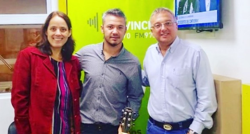 Jorge Fuentes cantó en vivo en Radio Provincia