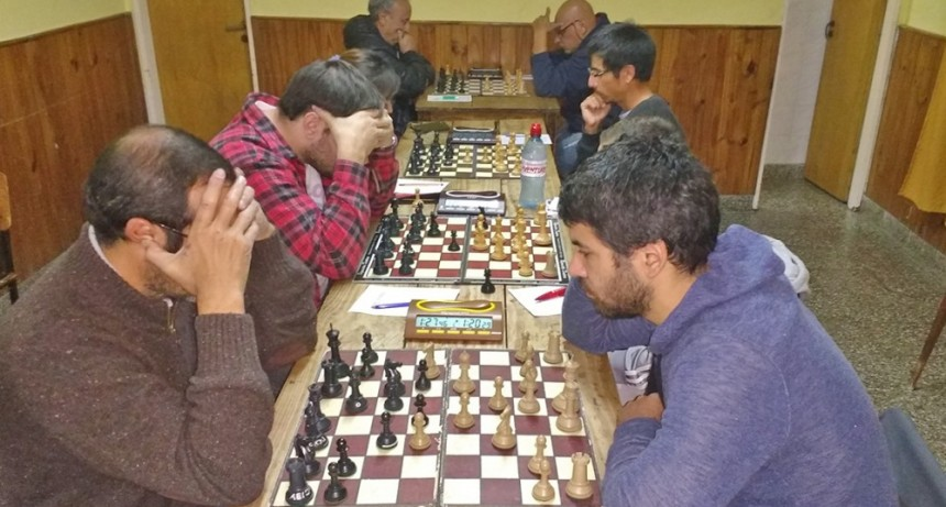 Jesica Biarlo y Alberto Zito lideran punteros en ajedrez