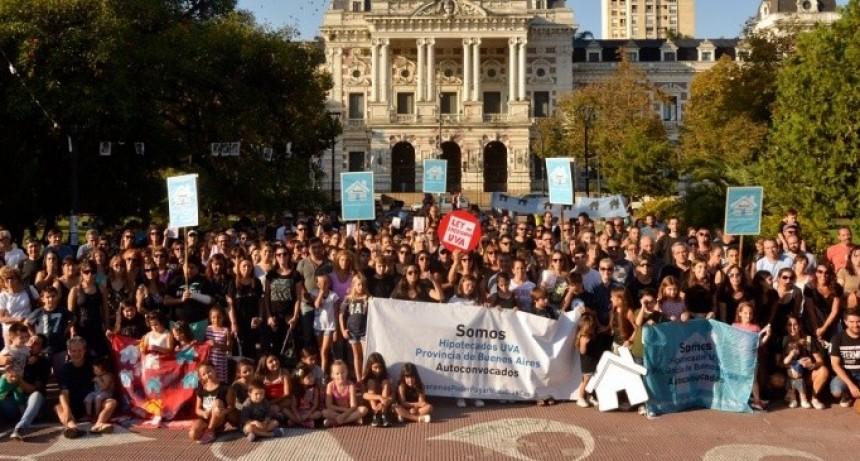 Hipotecados UVA protestaron contra la suba de los créditos