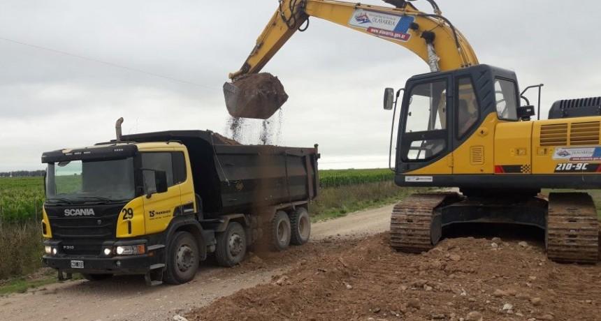 Continúan los trabajos de mejoramiento de caminos rurales