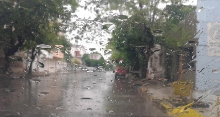 Con alerta meteorológico, llueve en el Centro de la Provincia