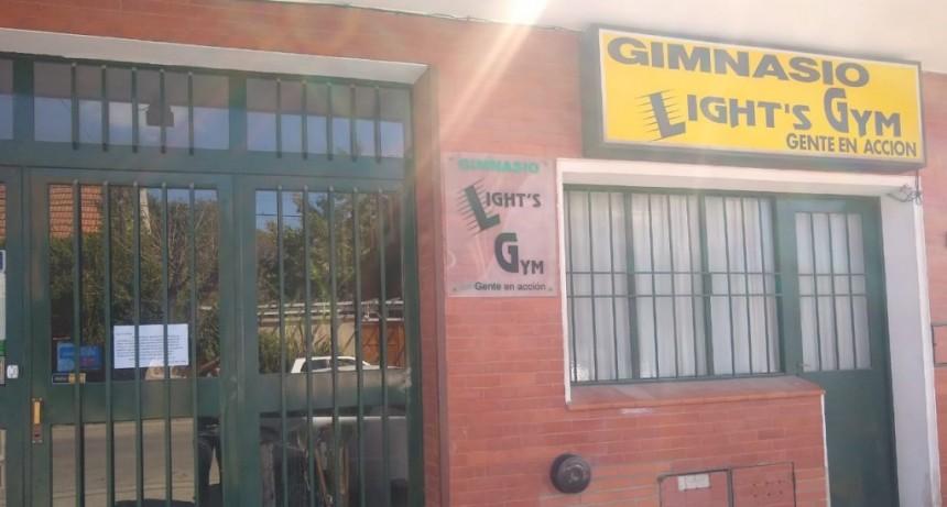 Gimnasio Light's Gym con puertas cerradas