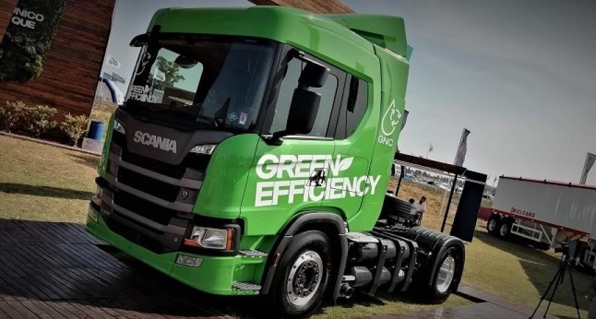 Scania  presentó toda su gama de Green  Efficiency, vehículos, buses y motores a Gas- Gnc y Gnl y también el nuevo vehículo completo cerealero.