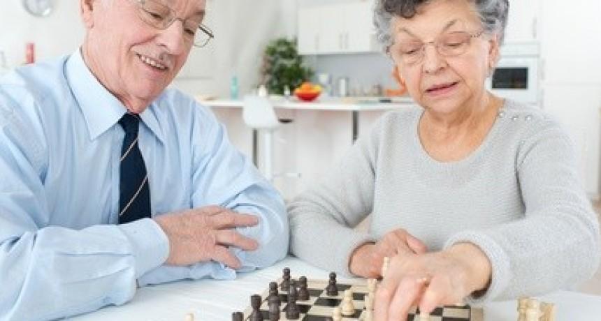 Adultos Mayores: no alarmarlos, asistirlos y entretenerlos
